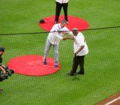 Chipper greets Hank Aaron